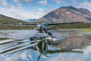 Wasserflieger gelandet auf dem See Ausgangspunkt Fly-out Kanutouren mit dem Wasserflugzeug ausgesetzt in die Wildnis Yukon geführte Reisen