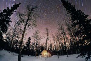 Sternaufnahme Langzeitbelichtung kreisen um den Polarstern Nachthimmel Fotografie Workshops Blockhütten im Norden