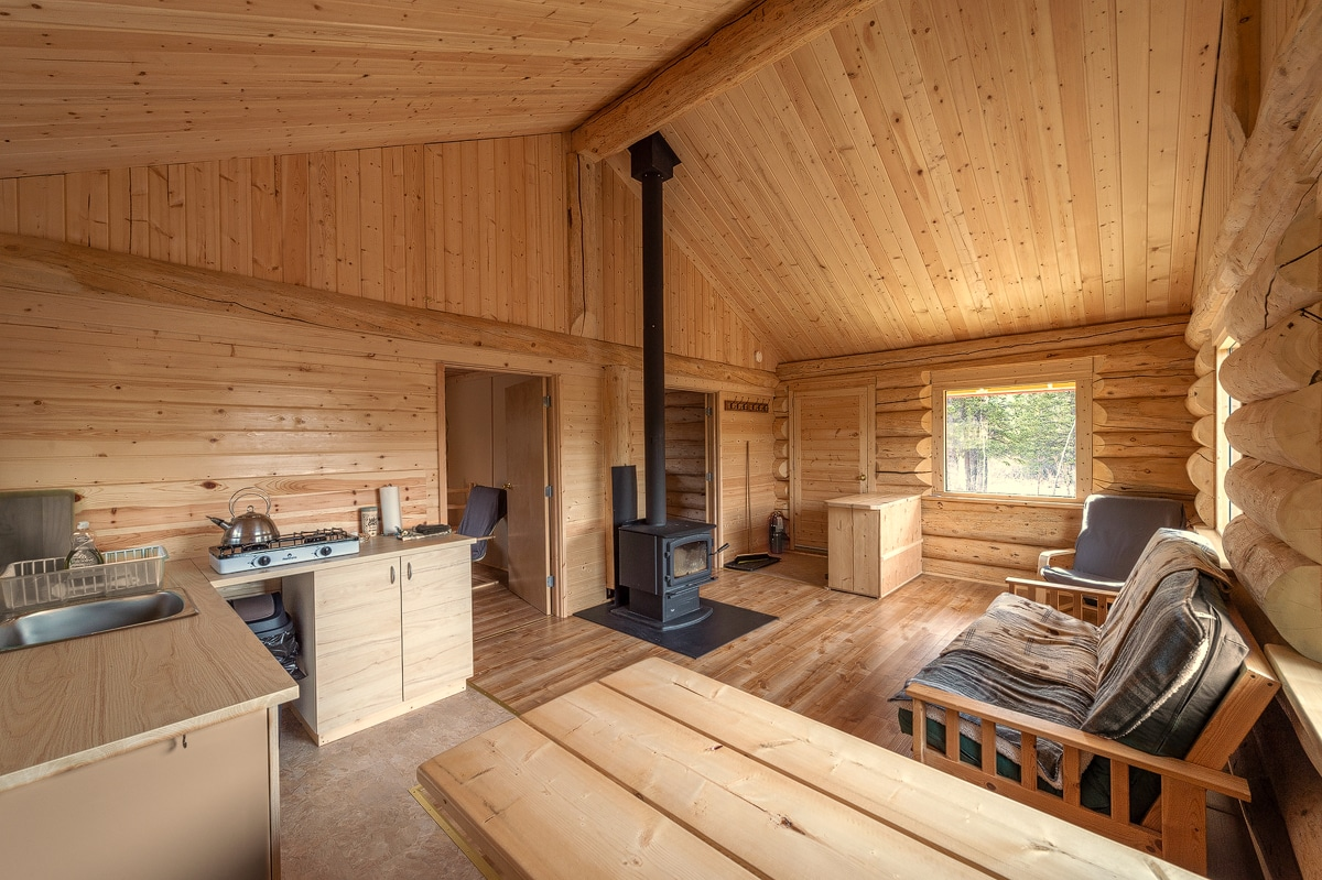 Luxeriöses, gemütliches Blockhaus zum Mieten am Kluane National Park. Erholsame Auszeit in der Wildnis. Kathleen Lake Yukon.