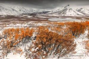 Tombstone Mountain frisch verschneit im Herbst. Landschaften fotografieren auf Fotoreisen mit Profi Beat Glanzmann