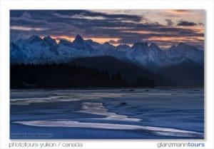 Landschaftsfotografie am Lachsfluss im Winter mit dem Profi auf Fotoreisen unterwegs
