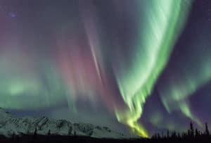 Farbige Nordlichter Aurora Borealis Nachtfotografie Workshops mit Beat Glanzmann im Yukon Kanada unterwegs