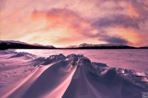 Gefrorenes, Schnee verwehtes, Eis-Ridge in Yukon Wildnis fotografiert von Simone Buch Fotoreisen
