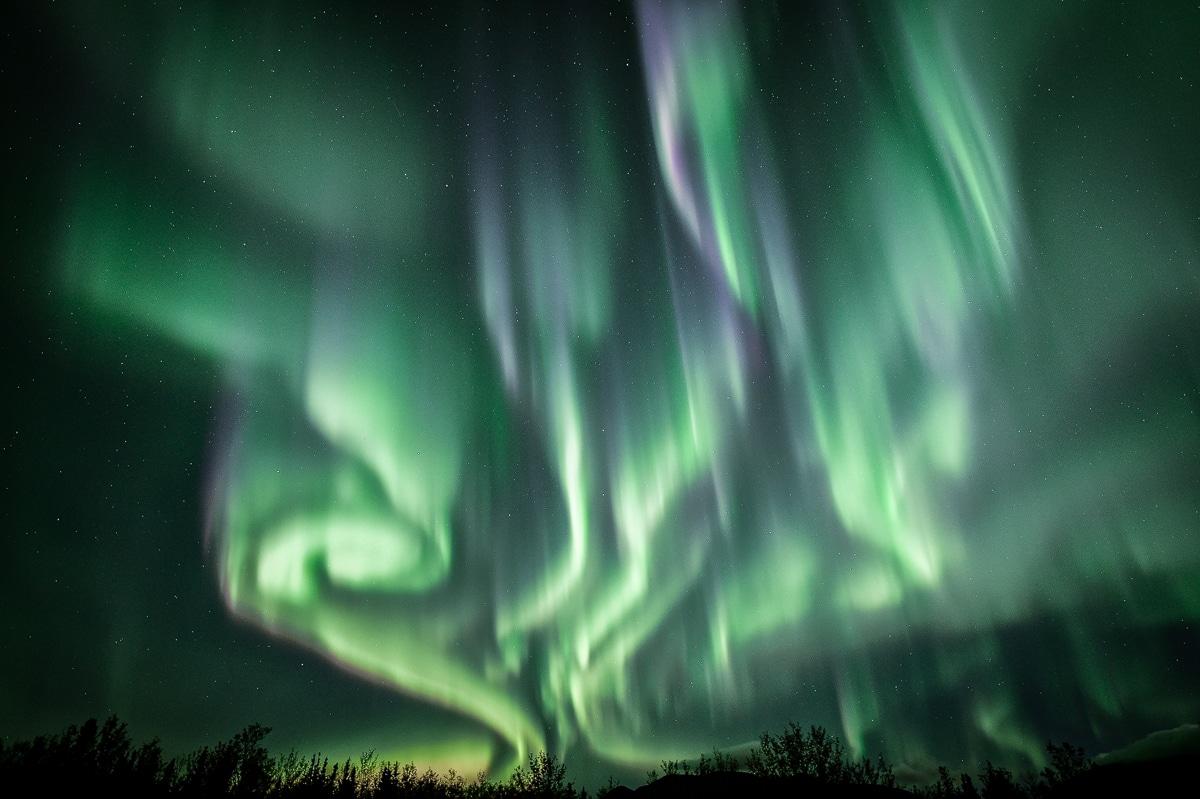 Super spektakuläre Nordlichter Aurora Borealis fotografiert am Polarkreise. Geführt in Kleingruppen unterwegs mit Fotoworkshops.
