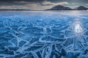 Bizzare Eis-, Winter- und Seelandschaft am Kathleen Lake, wo der Profifotograf Fotoworkshops und Fotoreisen durchführt