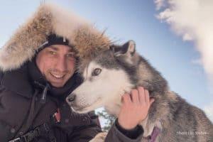 Blockhuetten Gast mit Husky Blizzard Winter Fotoreise