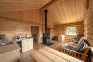 Luxury, comfy log cabin for rent at Kluane National Park, Yukon. Erholsame Auszeit in der Wildnis. Kathleen Lake Yukon.